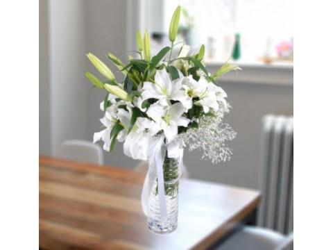 Cam Vazoda Beyaz Lilyum Aranjmanı